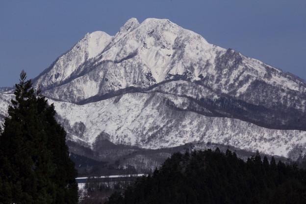 聳え立つ冬の蒜山