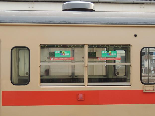 105系:優先座席ステッカーの貼る位置-01
