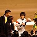 Photos: [東京大賞典2013]表彰式が終わってファンのプレゼントを受け取る幸