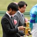 Photos: [中山金杯14]金杯を見つめる池江先生