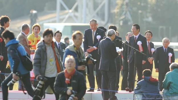 [140223東京11RフェブラリーS]表彰式に参列する右京さんないしはチャボ