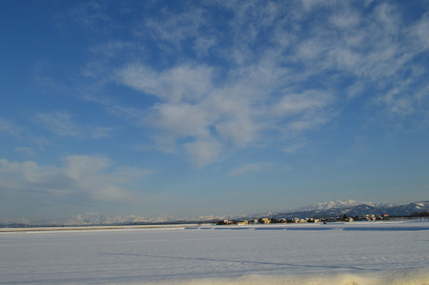 雪の粟ヶ岳と守門岳