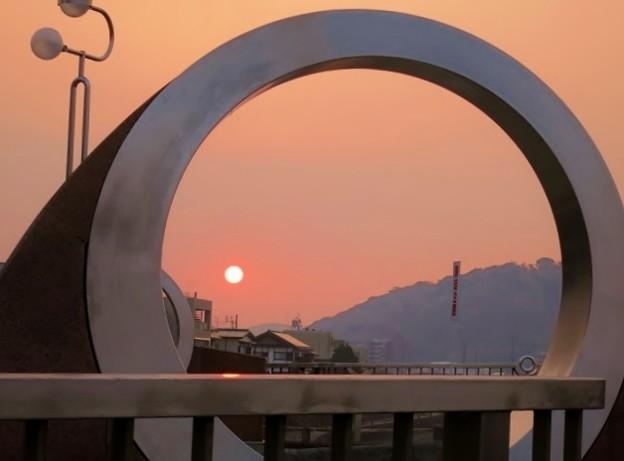 暁の新月橋