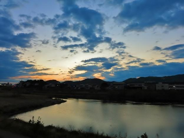 鏡川の夜明け・19
