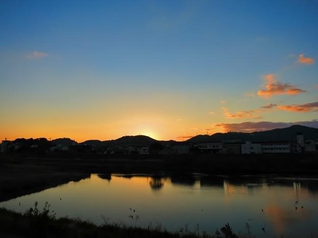 鏡川の夜明け・2