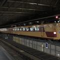 新宿駅に停車中の快速ムーンライトえちご