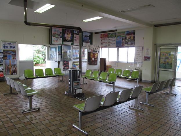 江差駅の待合室