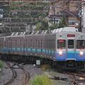伊東駅に入線する伊豆急行8000系電車