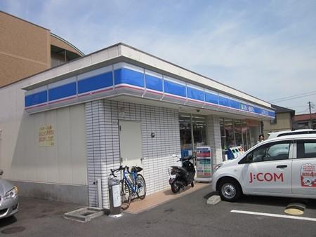 登戸ローソン ここから川崎方向に横断歩道を渡り右を向く。