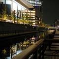 川の遊歩道