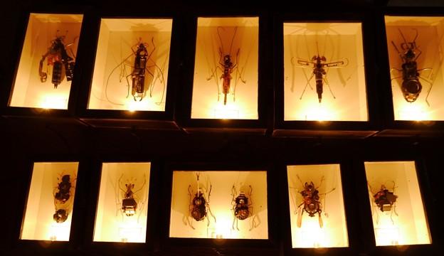 電気部品で作られた虫
