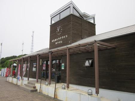 日高三石駅3