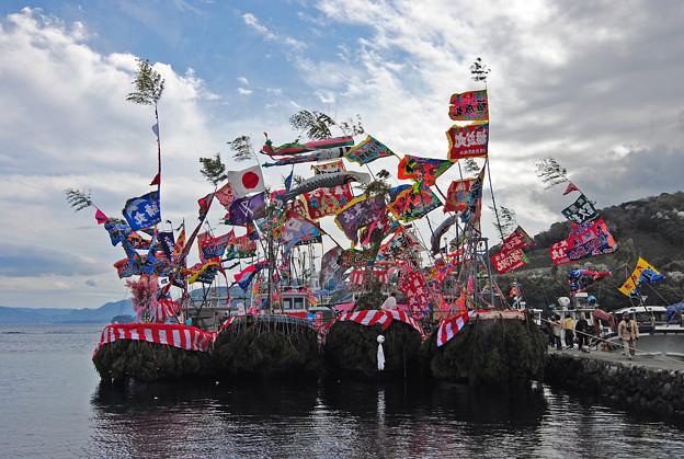 大瀬祭の大漁旗の船