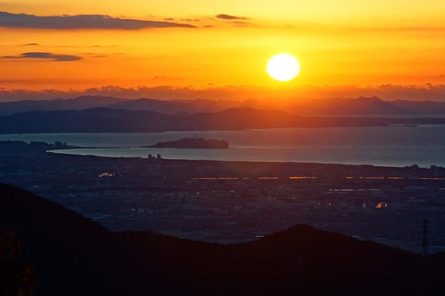 Photos: 江ノ島と朝陽