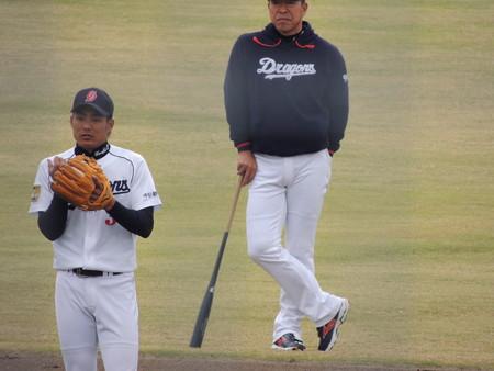 029 吉川#3を見守る一樹コーチ