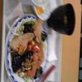 写真: 出勤直後の昼食は、アジフライ。