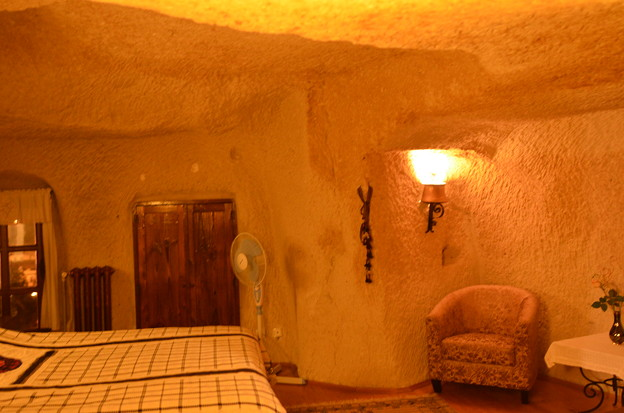 Photos: 洞窟ホテル