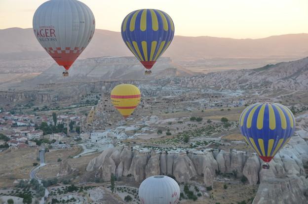 写真: 気球、高いところから