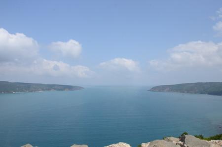 アナドル・カヴァウの砦から、奥が黒海