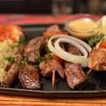 写真: クロコダイル、ダチョウなどの串ステーキ。あまり美味しくはない