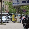 写真: ナイロビ市内。結構普通な雰囲気なんだけども。。