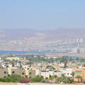 写真: アカバからイスラエルのエイラット。かなり発展してます
