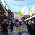 写真: 旧市街内。ユダヤ教の大晦日で飾り付けも