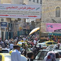 写真: パレスチナ自治区ベツレヘム。賑わっている普通の街に見える