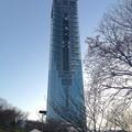 写真: 夕暮れにモニュメントのようにそびえ立つ東山スカイタワー - 5