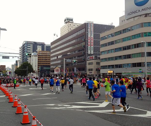 写真: 名古屋ウィメンズマラソン&シティマラソン:伏見通 - 10(御園座前)