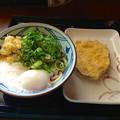 丸亀製麺:とろ玉うどん(並・冷)とサツマイモの天ぷら