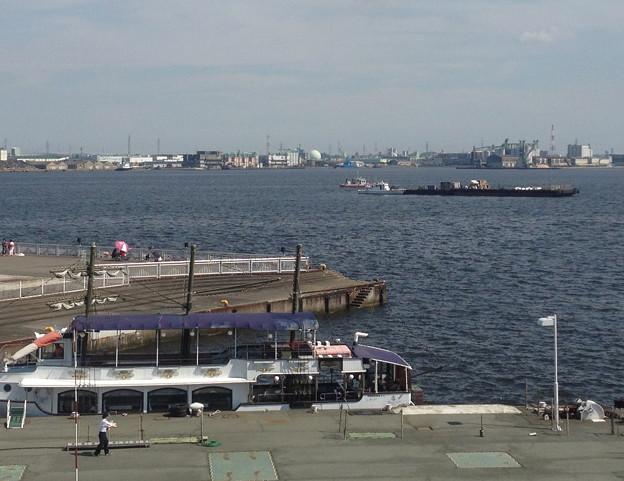 写真: 名古屋みなと祭 2013:海上に停留された花火打ち上げ船 - 5