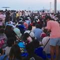 写真: 名古屋みなと祭 2013:花火開始20分前のポートビル横の道路 - 2