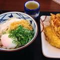 丸亀製麺:とろ玉うどん と ゴーヤのかき揚げ、イカの天ぷら - 1