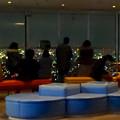 写真: 夜の東山スカイタワー展望階(5階) - 3:夜景を見る人々