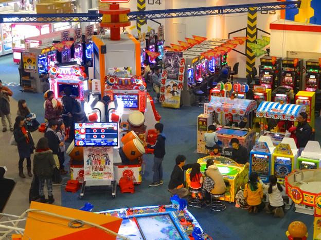 エアポートウォーク名古屋:正月2日、老若男女で混み合うゲームセンター - 2