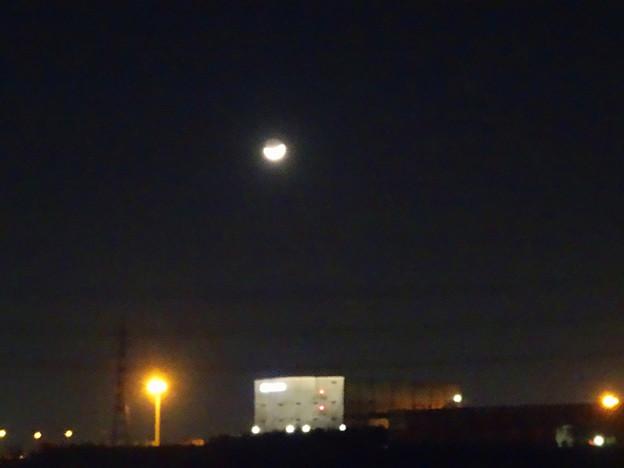 「荒城の月」…ならぬ、「工場と月」 - 1