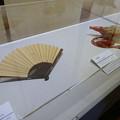 写真: 武器武具大百科 No - 101:鉄扇と法螺貝
