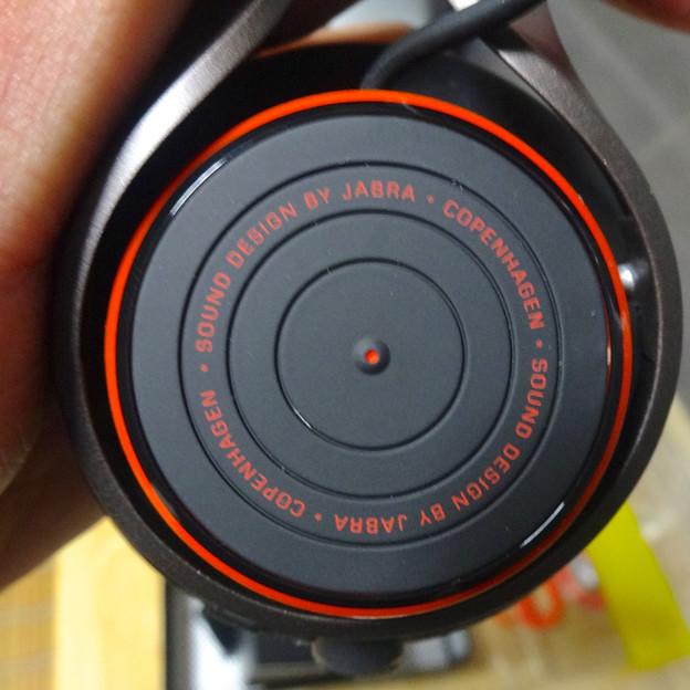 Jabra REVO Wireless No - 10:右側「ターンテーブルタッチコントロール」部