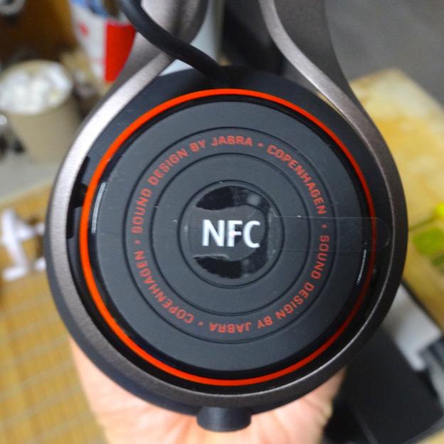 Jabra REVO Wireless No - 12:左側、NFC部