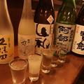 写真: 日本酒飲み比べ初めちう! 人生二度目の久保田翠寿なり。