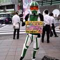 写真: ロボットレストランの宣伝マン!暑いのに頑張ってます