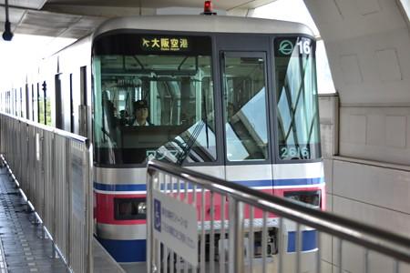 2000系@千里中央駅 [8/23]