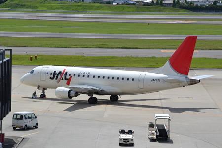 ERJ-170-100(JA217J)@大阪国際空港 [8/23]