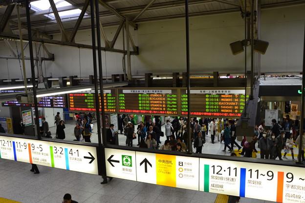 発車標と案内表示 [JR上野駅 中央改札]