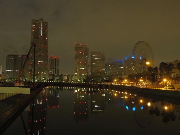 曇り空の橋から。