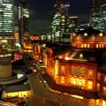 夜の横から東京駅。