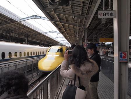 ドクターイエロー 東海道新幹線新大阪駅