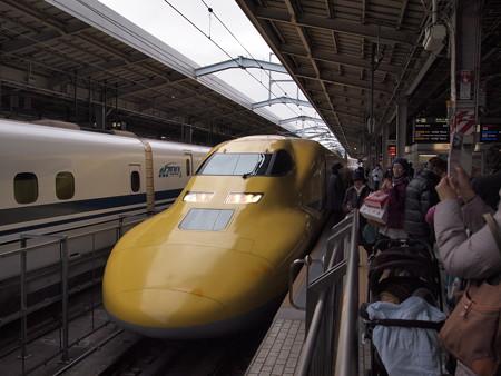 ドクターイエロー 東海道新幹線新大阪駅2