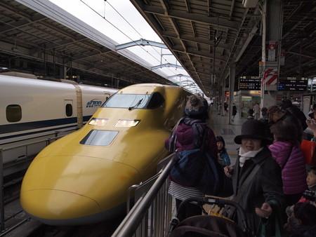 ドクターイエロー 東海道新幹線新大阪駅3